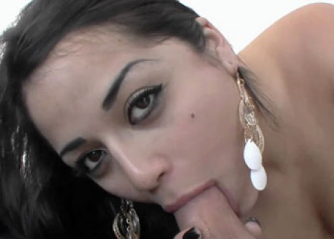 Latina Angelina cheats on her boyfriend